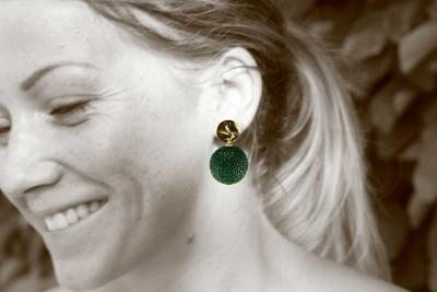 Schlangenlederlinse in grün und gold - Ohrclips