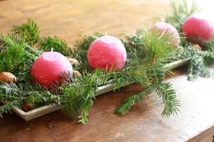 Holztablett für ein Adventsgesteck