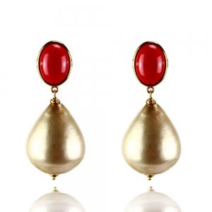 Roter Cabochon mit federleichten, goldenem Tropfen - Ohrclips