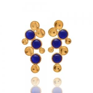 Goldregen mit blauen Steinen