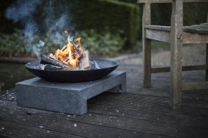 Feuerschale Granito mit Sockel