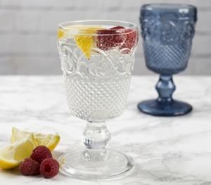 Weinglas mit raffinierten Verzierungen